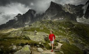 Залюбовавшись природой, россиянин упал с километровой высоты