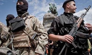 """Бойцы """"Азова"""" готовят к сносу памятник чекистам в центре Киева"""