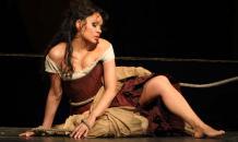 Опера: пощечина от белокурой Кармен