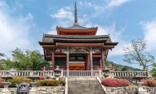 Япония будет выпускать туристов только за плату