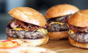 """Роскачество: бургеры из """"Макдоналдса"""" и KFC не вредны для здоровья"""
