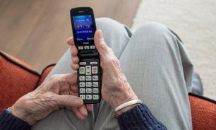 Провинциальная гардеробщица воровала телефоны у школьников и дарила внукам