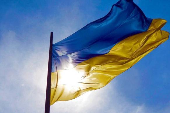 Стюардессу высмеяли за исполнение гимна Украины в самолете