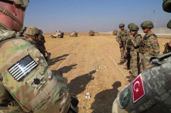 """Трамп пригрозил ударить по Турции в случае """"игры не по правилам"""""""