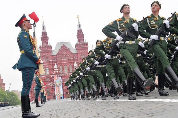 Помощник Путина пообещал пригласить Зеленского на 75-летие Победы