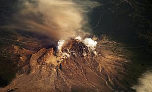 На Камчатке ждут сильного извержения вулкана Шивелуч, его лавовый купол достиг критической отметки