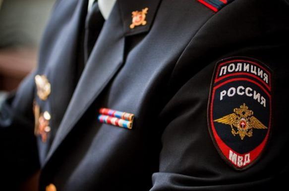 Депутат из Кировской области бросил под ноги полицейским муляж гранаты
