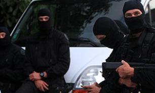 В пригороде Парижа 10 человек взяты в заложники