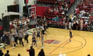 Американские баскетболистки устроили массовую драку на матче