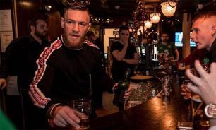 Пожилой мужчина, которого ударил Макгрегор, раскритиковал его виски