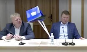 Мэр Красноярска выдал подчиненным метлы, чтобы напомнить о чистоте