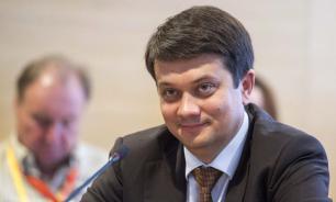 """Главе партии """"Слуга народа"""" не хватило депутатской зарплаты"""
