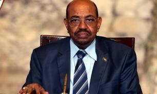Экс-глава Судана попытался объяснить наличие у него миллионов долларов
