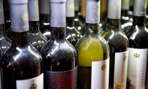 """В """"Роскачестве"""" посоветовали покупать российское белое вино"""