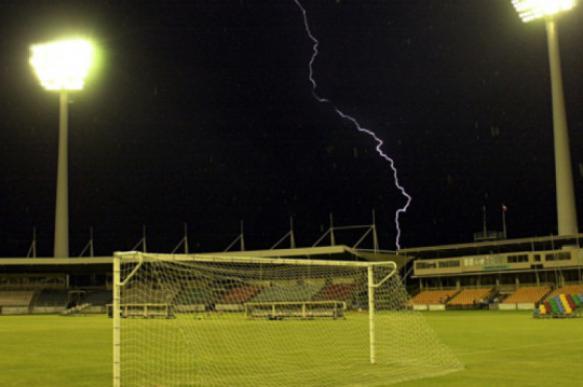 ВГермании отудара молнии пострадали 15 футболистов
