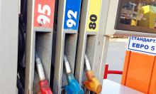 Рубль падает, бензин дорожает: прогноз финансового аналитика