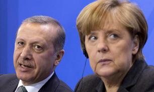 Зачем турок шантажирует европейских женщин