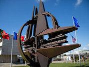 """""""Другая Россия"""" подняла георгиевское знамя над базой НАТО в Европе"""