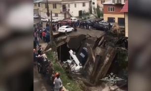 Самодельный мост рухнул в Дагестане вместе с машинами
