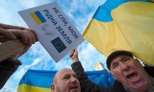 Работодатели ЕС заставляют украинцев носить жовто-блакитную одежду