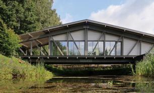 Архитекторы создали дом-мост в Тульской области