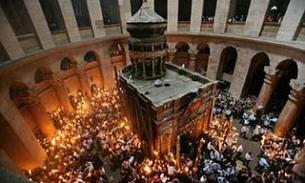 Благодатный огонь из Иерусалима прибудет в Москву в 22:00