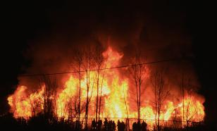 """На Домбае сгорели три кафе за ночь, пожарные добирались по """"канатке"""""""