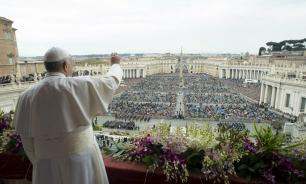 Папа Римский застрял в лифте и опоздал на встречу с верующими