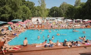 Пляжи и бассейны открылись в 17 парках Москвы