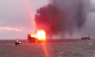 В сети появилось видео пожара на нефтяной платформе в Каспийском море. Число жертв выросло до 42