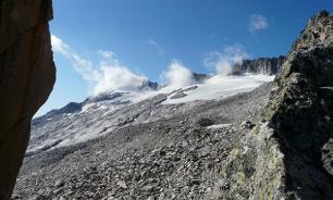 Лавина в горах Алтая унесла жизни семи туристов