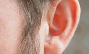 На заседании Госдумы депутату ткнули пальцем в ухо