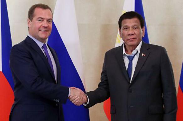 Глава Филиппин попросил у РФ денег на развитие транспорта республики