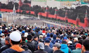 Соцопрос: отношение россиян к мигрантам из СНГ негативное