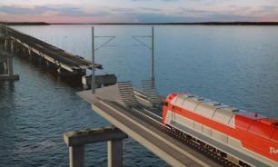 Строители уложили первый километр железной дороги по Крымскому мосту