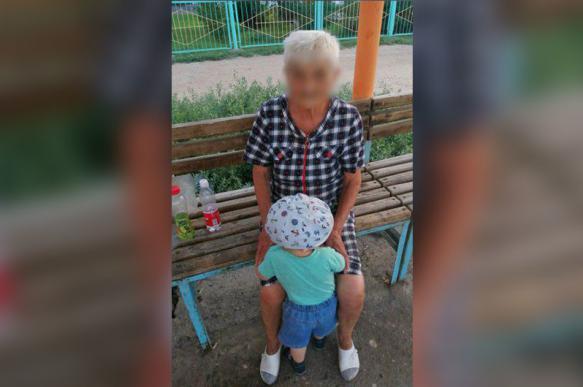 Бабушка 6 часов гуляла с чужим ребенком, которого забрала из детсада