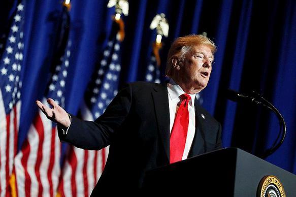"""Трамп поручил """"значительно ужесточить"""" санкции против Ирана"""