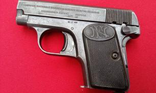Наследница старого дома случайно нашла пистолет 1906 года выпуска