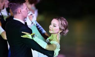 Читатели британской газеты отметили красоту россиянок на балу в Крыму