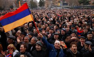 """В """"бархатную революцию"""" в Ереване вмешались священники"""