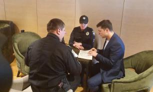 Зеленского оштрафовали за демонстрацию бюллетеня во время голосования