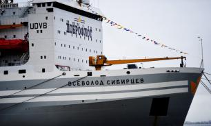 Из иллюминатора самого большого в мире плавучего завода выбросили моряка