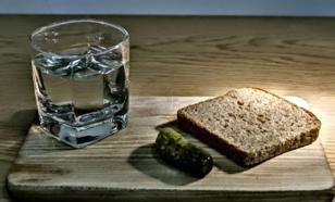 Почему хлеб и водка стали главными покупками россиян