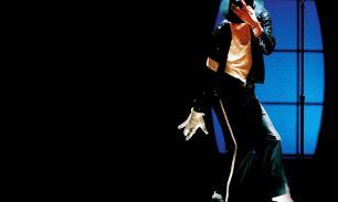 Billie Jean: туфли Майкла Джексона продают с аукциона в США