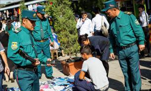В столице Узбекистана Ташкенте милиционеры отлавливают бородатых мужчин