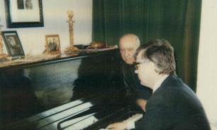 Раймонд Паулс рассказал, что его семья живет там, где не поют латвийские песни