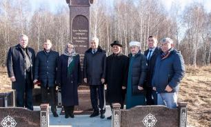 Березы у могилы: казахскому султану Ораз-Мухаммеду поставили мемориальную плиту на Рязанщине
