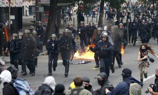 Слезоточивый газ и светошумовые гранаты на улицах Парижа