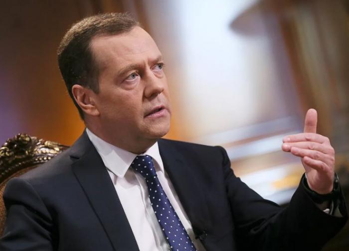 Медведев: переговоры с Украиной не имеют смысла - там власть невменяемая