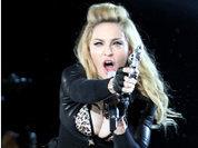 Мадонна подложила Франции свастику